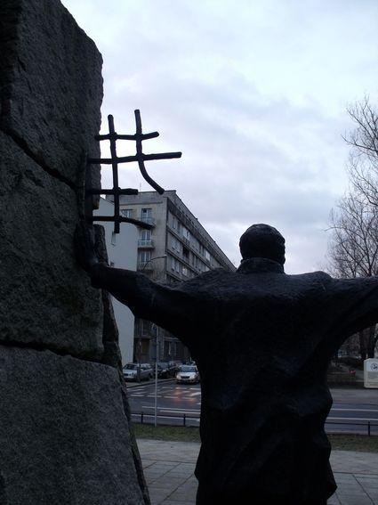 pomnik ofiar pragi_13