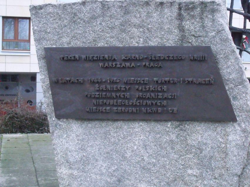 pomnik ofiar pragi_17
