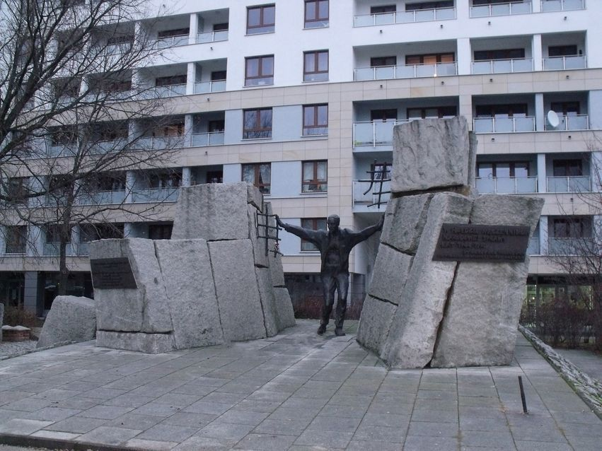 pomnik ofiar pragi_5