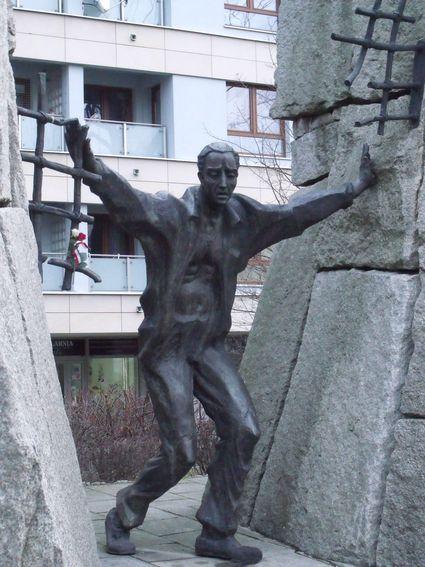 pomnik ofiar pragi_8