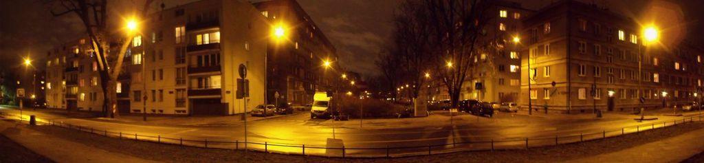 pomnik ofiar pragi_panorama noc