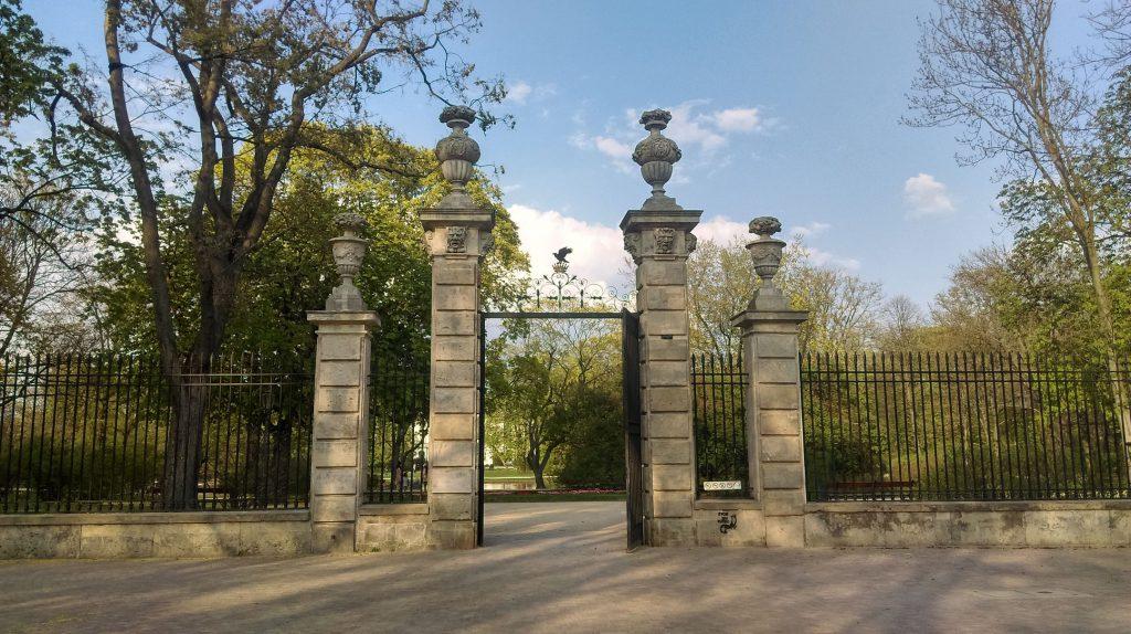 Brama w Ogrodzie Krasińskich